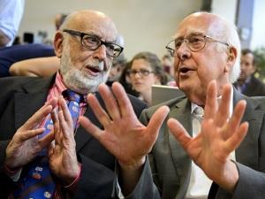 François Englebert e Peter Higgs, laureados com o Nobel da Física