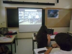 Visualização na aula de Geografia A do Projeto Diálogo Intergeracional-11ºE